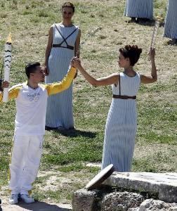 Άναψε η Ολυμπιακή Φλόγα για το Ρίο
